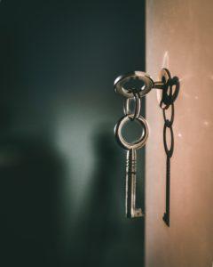 En Nyckel som sitter i ett nyckelhål