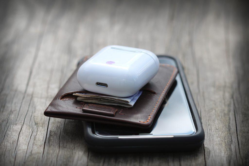 Hörtlurar med plånbok