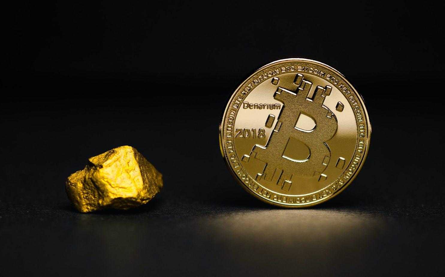En Bitcoin mynt och Guld