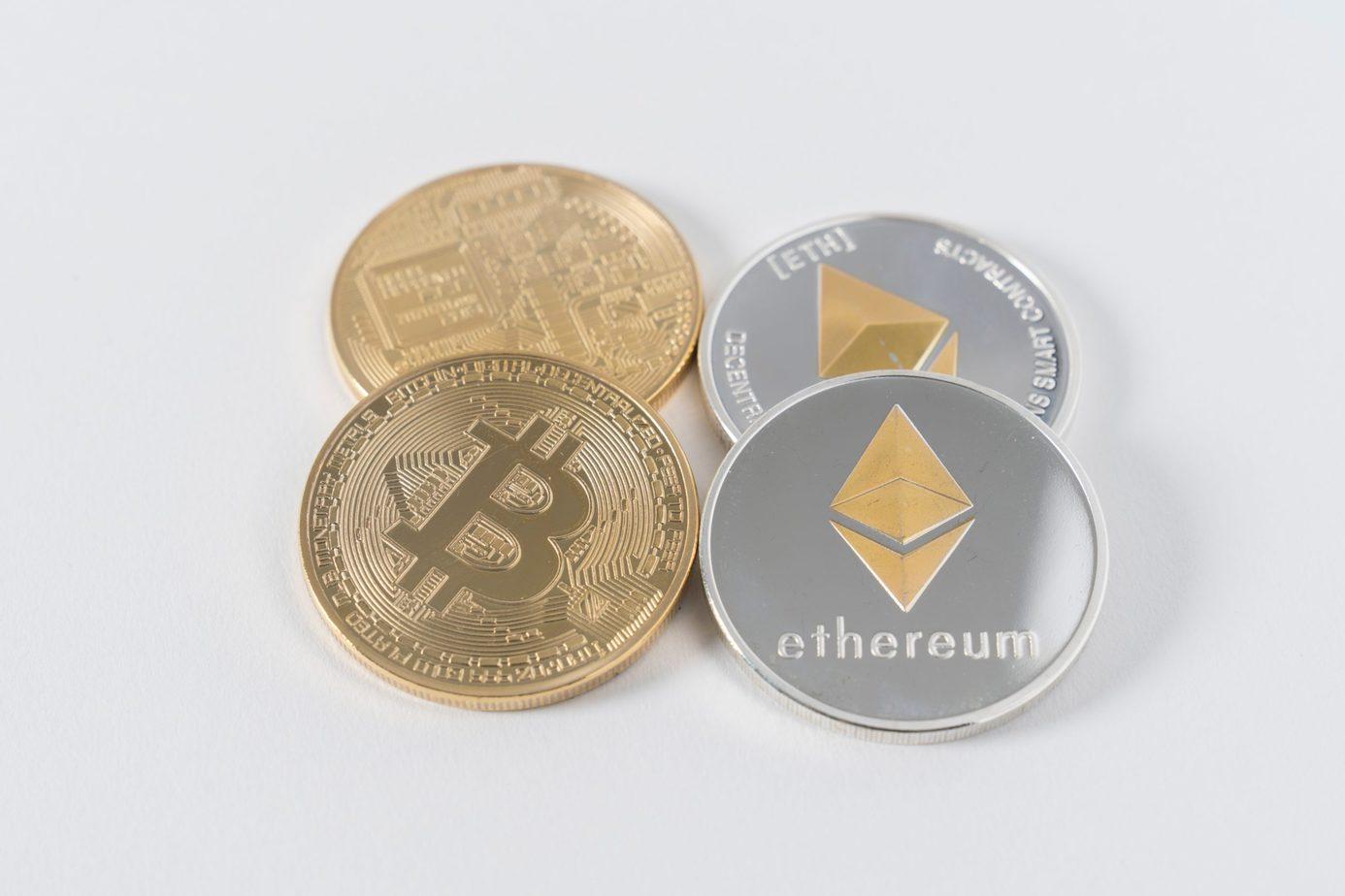 Bitcoin och Ethereum mynt